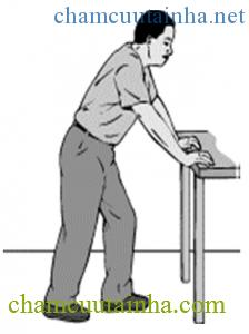 Đứng chống bàn