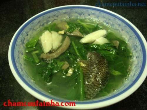 Rau cải nấu cá rô đồng Món ăn dân dã không gây ngán lại dễ làm, sẽ mang đến cho gia đình bạn bữa cơm ngon miệng và giúp tăng cường canxi.