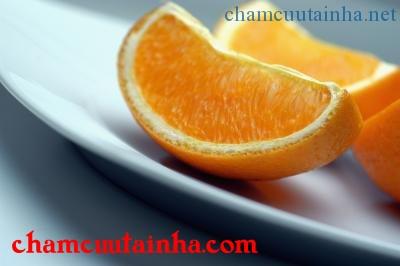 Tránh ăn cam quýt khi đang bị thủy đậu vì có thể kích ứng vết loét