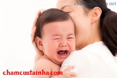 """Đưa võng quá mạnh khiến trẻ mắc """"hội chứng rung lắc"""" rất nguy hiểm"""