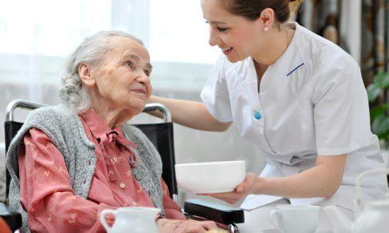 Điều trị liệt nửa người do Tai biến mạch máu não bằng châm cứu tại nhà