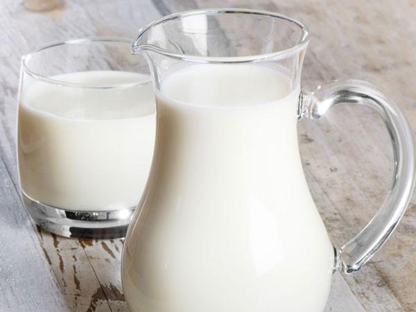 Sữa và các sản phẩm từ sữa dễ sinh nhiệt, vì vậy chúng nên được hạn chế tiêu thụ vào mùa hè.