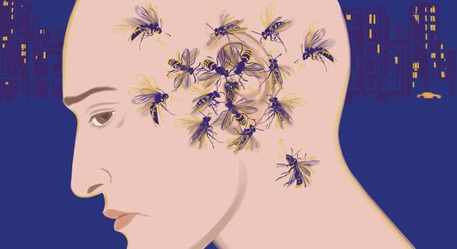 Người ù tai thường xuyên nghe thấy những âm thanh lạ từ bên trong ốc tai, do dây thần kinh bị tổn thương