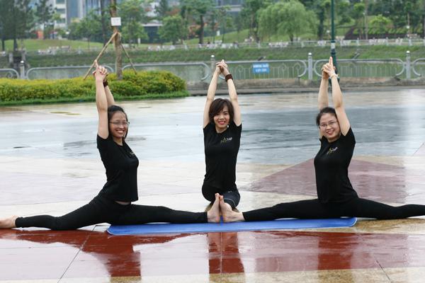 Hiện nay, Yoga là một môn tập rất được khá nhiều bạn trẻ theo tập.