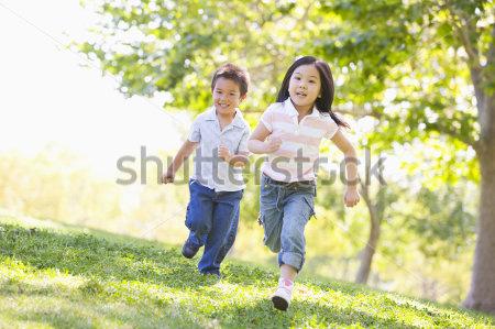 Vận động giúp trẻ tiêu hóa, hấp thụ dinh dưỡng tốt hơn