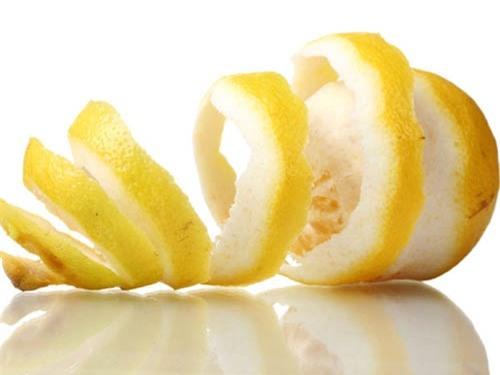 Vỏ trái cây cũng chứa một hàm lượng vitamin không hề ít.