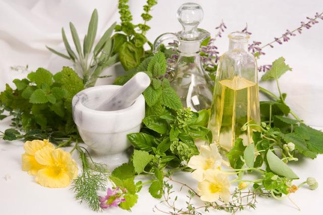 Lựa chọn sản phẩm thảo dược an toàn khi điều trị mụn là vô cùng cần thiết