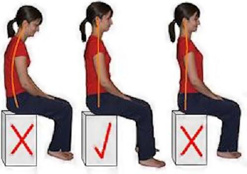 Tư thế ngồi đúng, lưng không quá cong hay quá thẳng. Ảnh: P.T