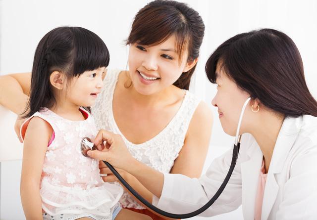 Mẹ cần thường xuyên theo dõi các chỉ số phát triển của trẻ để sớm nhận biết tình trạng chậm tăng cân
