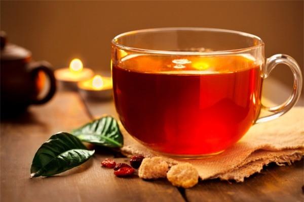 Không nên uống nước trà khi ăn thịt chó vì có thể gây ung thư ruột.
