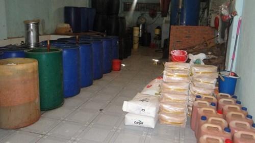 Hơn 7 tấn tương ớt có giòi bị tiêu hủy