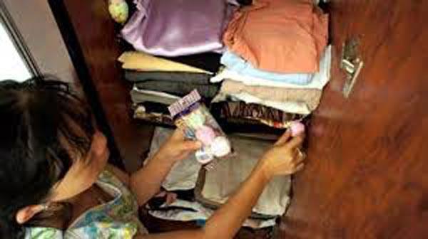 Người mẹ trẻ hối hận vô cùng vì đã hại con gái mình chỉ vì thói quen sạch sẽ quá độ