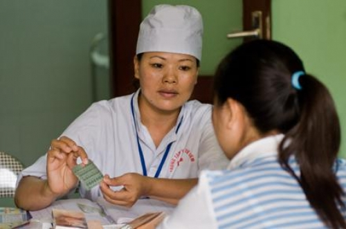 Tư vấn về biện pháp tránh thai cho nữ sinh. Ảnh: TL