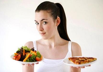 Ưu tiên nhóm thực phẩm giàu vitamin, tránh đồ cay nóng...nhưng vẫn phải đảm bảo đủ chất cho da khỏe. Ảnh minh họa
