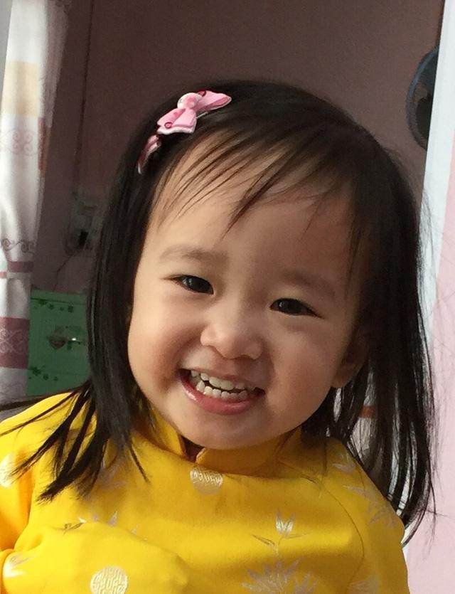 Bé Suri (2,5 tuổi) – con gái Bác sĩ Trần Bảo Ngọc
