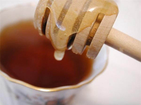 Trà mật ong làm dịu cổ họng bị viêm hữu hiệu