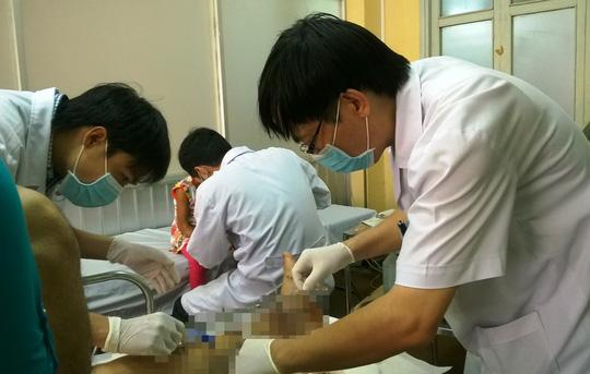 Chăm sóc vết thương sau phẫu thuật tại Bệnh viện Chỉnh hình và Phục hồi chức năng TP HCM