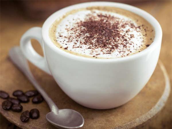 Khi bước sang tuổi 30, bạn phải lo cơm áo gạo tiền, áp lực về kiếm tiền để nuôi sống gia đình càng tăng. Do đó, nhiều người thường chọn uống cà phê để giải tỏa căng thẳng, tăng cường năng lượng để làm việc hiệu quả hơn. Cà phê nếu được tiêu thụ điều độ sẽ tốt cho sức khỏe, nhưng nếu uống quá nhiều có thể dẫn đến giải phóng các hormone gây căng thẳng dẫn đến sự lo lắng, run rẩy, buồn nôn, bồn chồn.