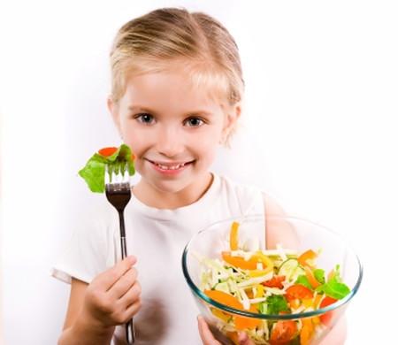 Lựa chọn cho con những thực phẩm giàu chất xơ là phương pháp hiệu quả giúp phòng táo bón