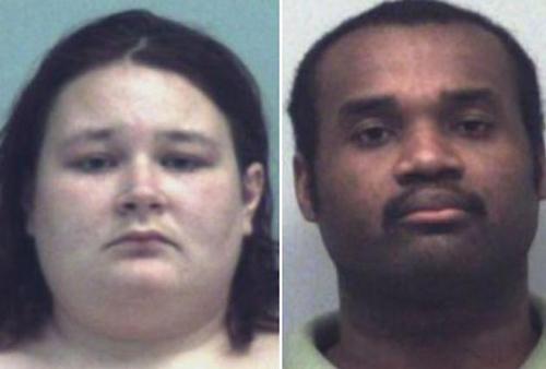 Cặp vợ chồng này đã bị cảnh sát bắt giữ vì cho con gái 10 tuần tuổi uống sữa mẹ pha loãng với nước, dẫn đến tử vong.