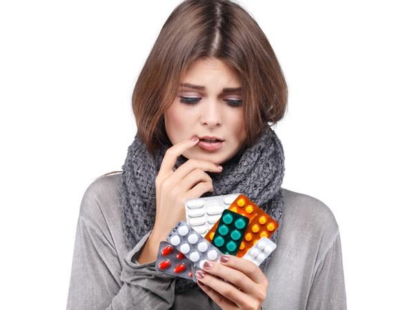 Uống thuốc giảm đau: Dùng thuốc để giảm đau hoặc chuột rút có thể gây ảnh hưởng đến các hormone và chảy máu nhiều hơn.