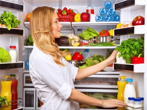 Dự trữ thực phẩm là thói quen của nhiều người trong dịpTết nhưng tiềm ẩn nhiều nguy hại cho sức khỏe. Ảnh minh họa.